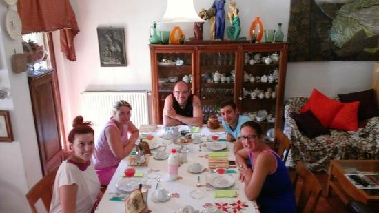 "B&B Albero Gemello: Breakfast table Theatre Group "" Forza Venite Gente"" as Guests"