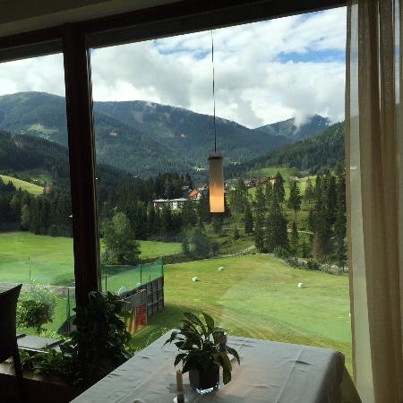 Hotel ...mein Neubergerhof: View from breakfast/dinner area