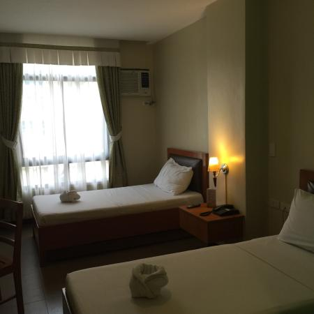 Fuente Oro Business Suites : De Luxe Twin Room as advertised
