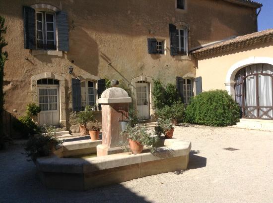 La Bastide de Voulonne : Cour intérieure