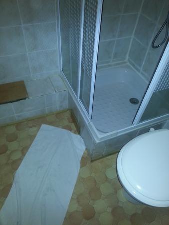Auberge des Deux Rivieres: salle de bain