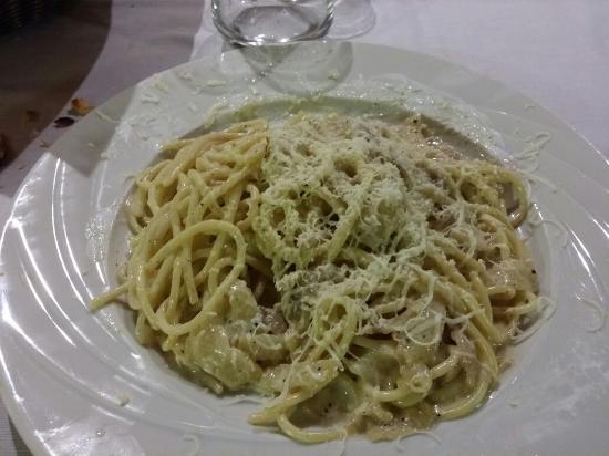 Le Fontane : Spaghetti con lardo e formaggio di fossa