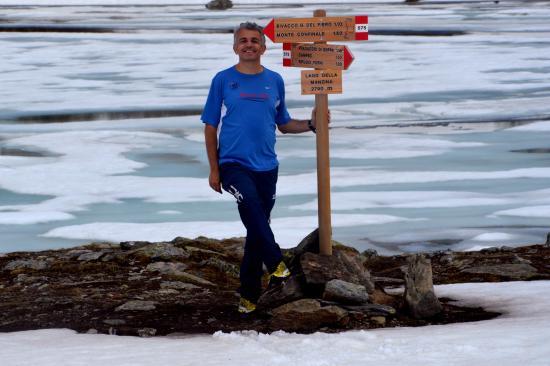 Hotel Pedranzini: Escursione al lago della Manzina, ancora semigelato...(a giugno!)