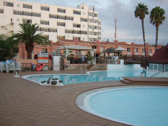 Pool side picture of jardin del sol apartments playa for Bungalows jardin del sol playa del ingles