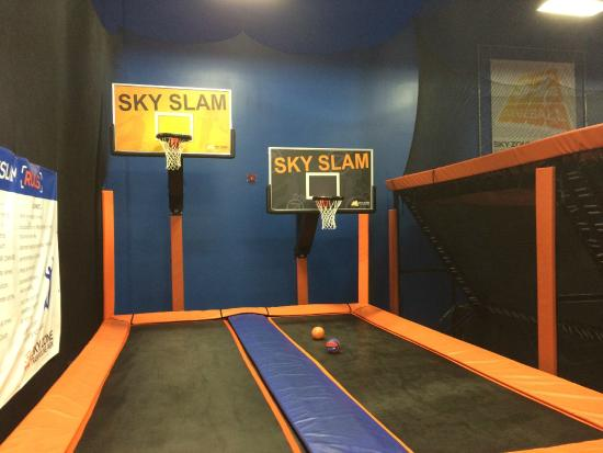 Sky Slam Sky Basketball Court Zone Newark Picture Of Sky Zone Trampoline Park Newark Tripadvisor