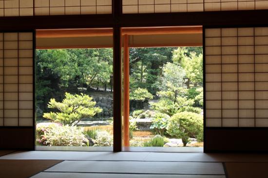 Shiguretei : 庭園を眺める