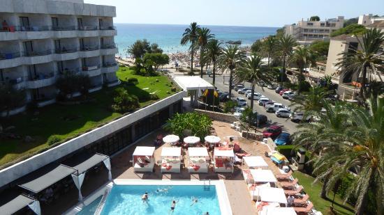 Hotel Serrano Palace: Blick von der FKK-Terrasse zum Swimmingpool
