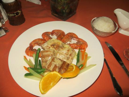 Anda White Beach Resort: seafood platter
