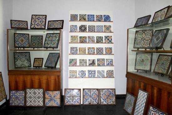 Santo Stefano di Camastra, Italie : Collezione di mattonelle maiolicate secoli XVIII, XIX, XX