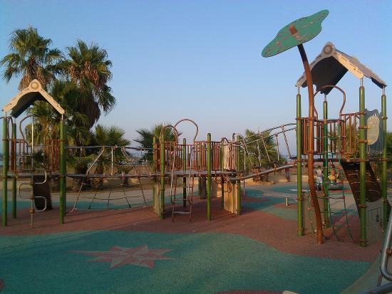 Camping Bleu Marine: les jeux d'enfants