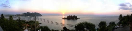 Perama, Grecia: 2nd floor Aegli hotel 6:50 am