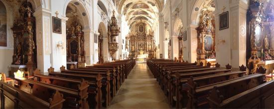 Basilika Frauenkirchen照片