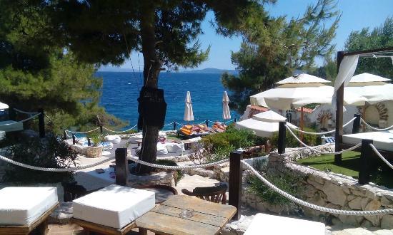 Laganini Beach Club mit Aussicht auf das Meer
