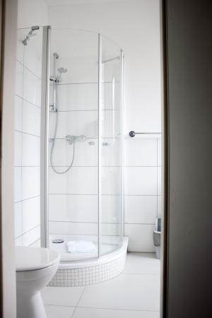 Basic Hotel City : Bild på badrummet