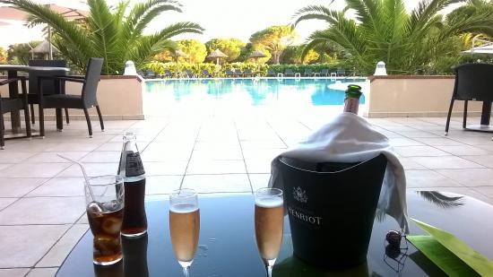 Hotel Le Mas d'Huston: La piscine et l'apéro :-)
