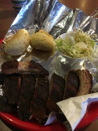 Qfanatic BBQ and Grill: ribs and asian slaw