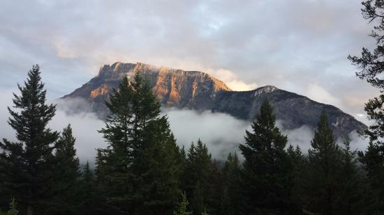 Tunnel Mountain Trailer Court Campground : sunset view