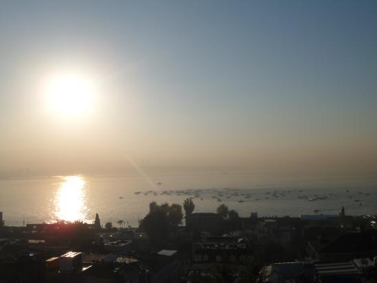 Aristocrat Hotel: Roof-top view of the Bosphorus