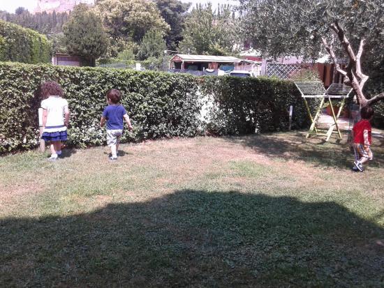 Appartamenti vacanze il Turrione: Giardino