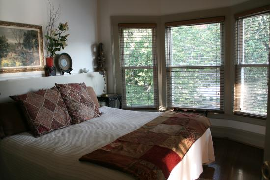 Elmwood Village Inn: Honu House: bedroom
