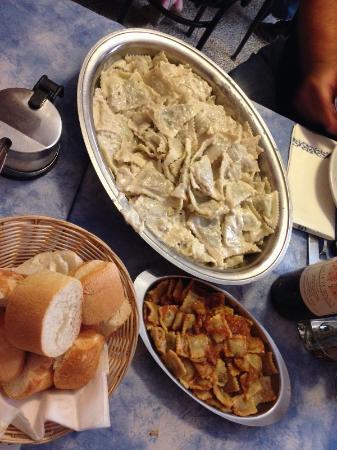 Ottone, Italia: Pansotti al sugo di noci e ravioli con funghi
