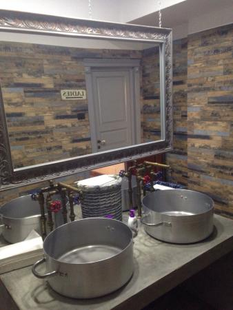 Restaurant Antique: Very Nice Bathroom Design