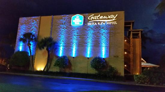 Best Western Plus Siesta Key Gateway The Hotel At Night Beautiful
