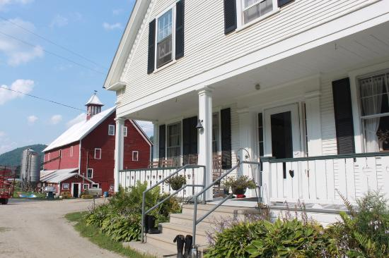 Liberty Hill Farm Inn: The farm house with the dairy barn in the distance