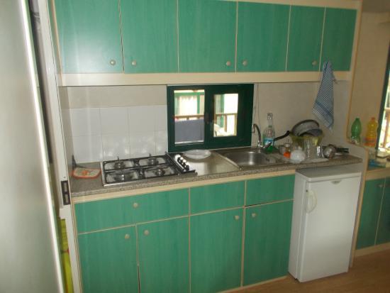 Villaggio Turistico Calenella: Interno di una casa mobile.