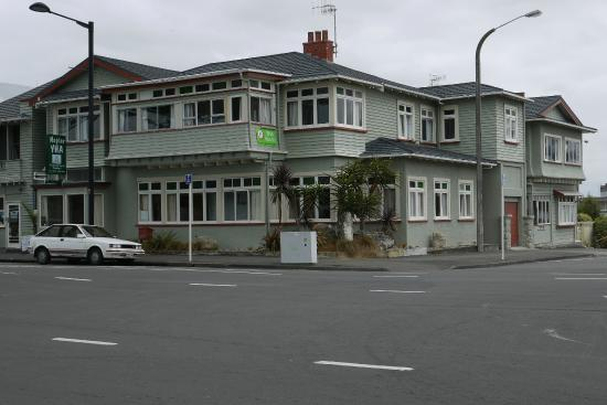 YHA Napier : From the side