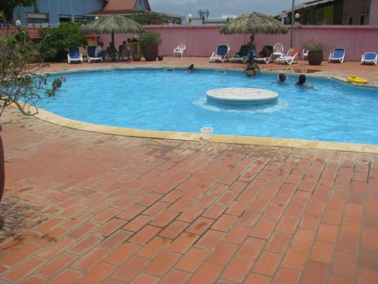 Sa piscine familiale photo de h tel bambou trois ilets for Carhaix piscine