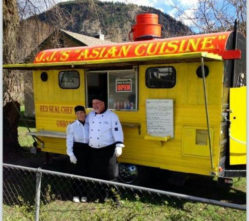Chase, Canadá: Michael & Jan welcome You to try JJ's Asian Cuisine