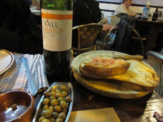Restaurante taverna la parra en barcelona con cocina for Restaurante cocina catalana barcelona
