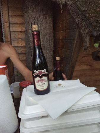 Sainte-Catherine-de-Fierbois, Γαλλία: Plateau repas plus bouteilles de vin déjà débouché ne valent pas les 40 euros dommage !!!!! A év