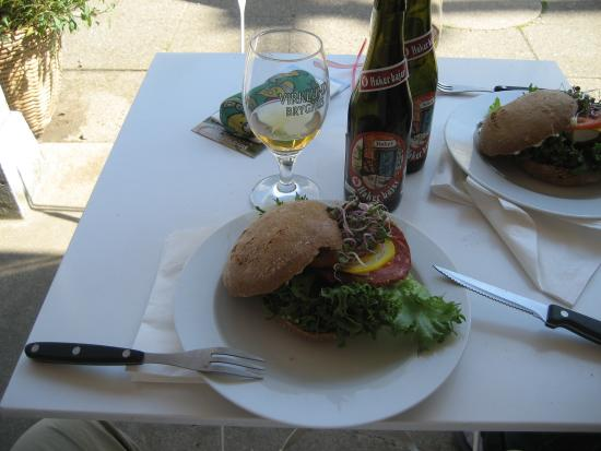 Bryrup, Denmark: Frokost-burger