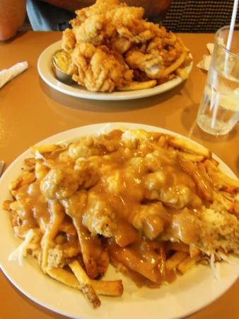 Vicki's Seafood Restaurant: Haddock tips and Newfie poutine