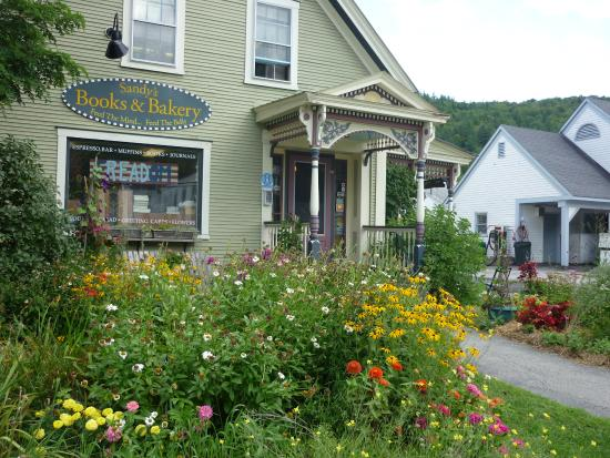 Sandy's Books & Bakery: The bookstore with the bakery in the back part
