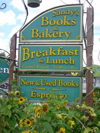 Sandy's Books & Bakery: Sandy's books and bakery