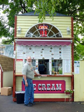 Jeffersonville, IN: The Front of The Ice Cream Stand