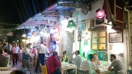 Izmir Province, Tyrkia: Excellent mezze dinner and very friendly service!