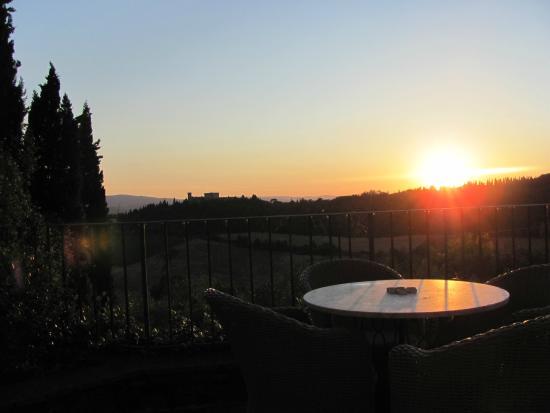 I Melograni del Chianti: Coucher de soleil sur la terrasse de la villa