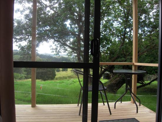 Little Earth Lodge: Double cabin, deck with awesome view