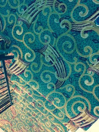 Days Inn - Fallsview: Gross Carpet in Stairs