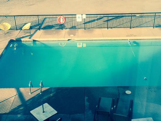 Days Inn Niagara Falls Fallsview: The pool is GROSS