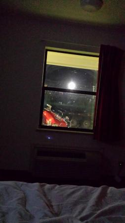 Motel 6 Texarkana: Dirty Window of Room 126