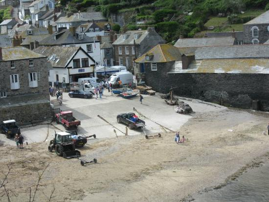 Old School Hotel: Port Isaac Beach as seen from parking lot of Old School House Hotel