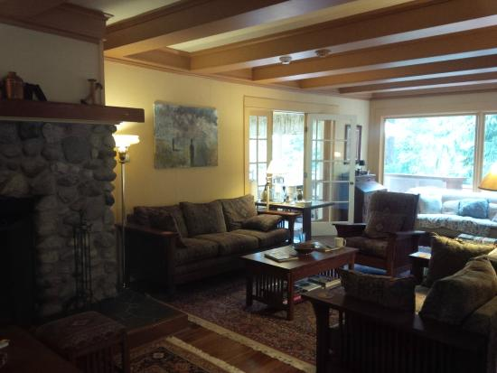 Kangaroo House Bed & Breakfast on Orcas Island: Lounging Area for Guests