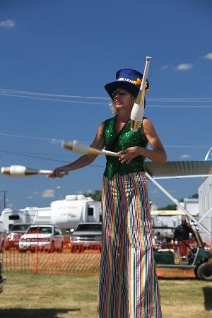 Montgomery County Agricultural Fair: Juggler on stilts