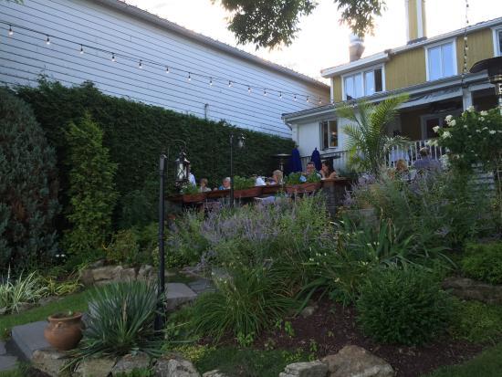 Restaurant bleu moutarde : Les paliers de terrasse...