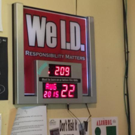 Bridgewater, VT: Hahaha!  Babies can even drink here! 😝